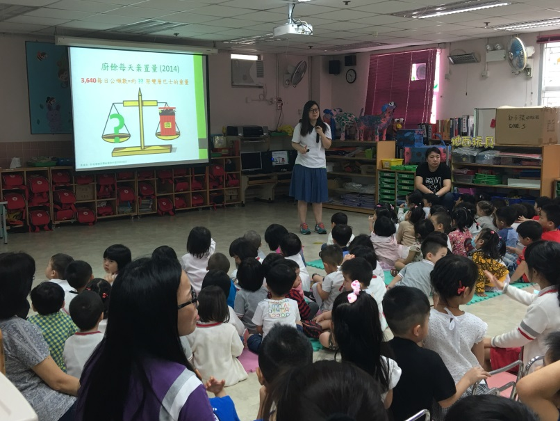 Food Wise Hong Kong Workshop for Yan Chai Hospital Kwok Chi Leung Kindergarten/Child Care Centre: EPD representative delivering food waste reduction messages