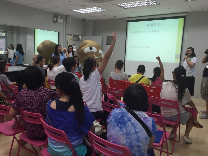 Junior Chamber International City Lady Food Wise Hong Kong Workshop: Children raising their hands to answer questions from EPD representatitve