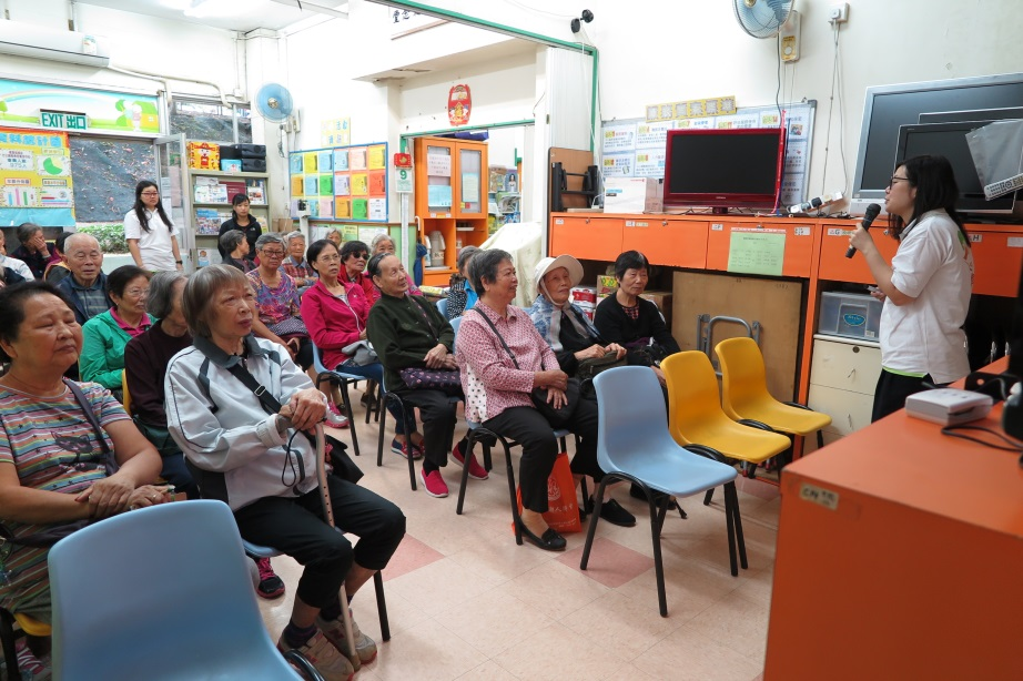 CSBS Fong Wong Woon Tei Neighbourhood Elderly Centre Food Wise Hong Kong Workshop :The elderlies are listening to the talk attentively.