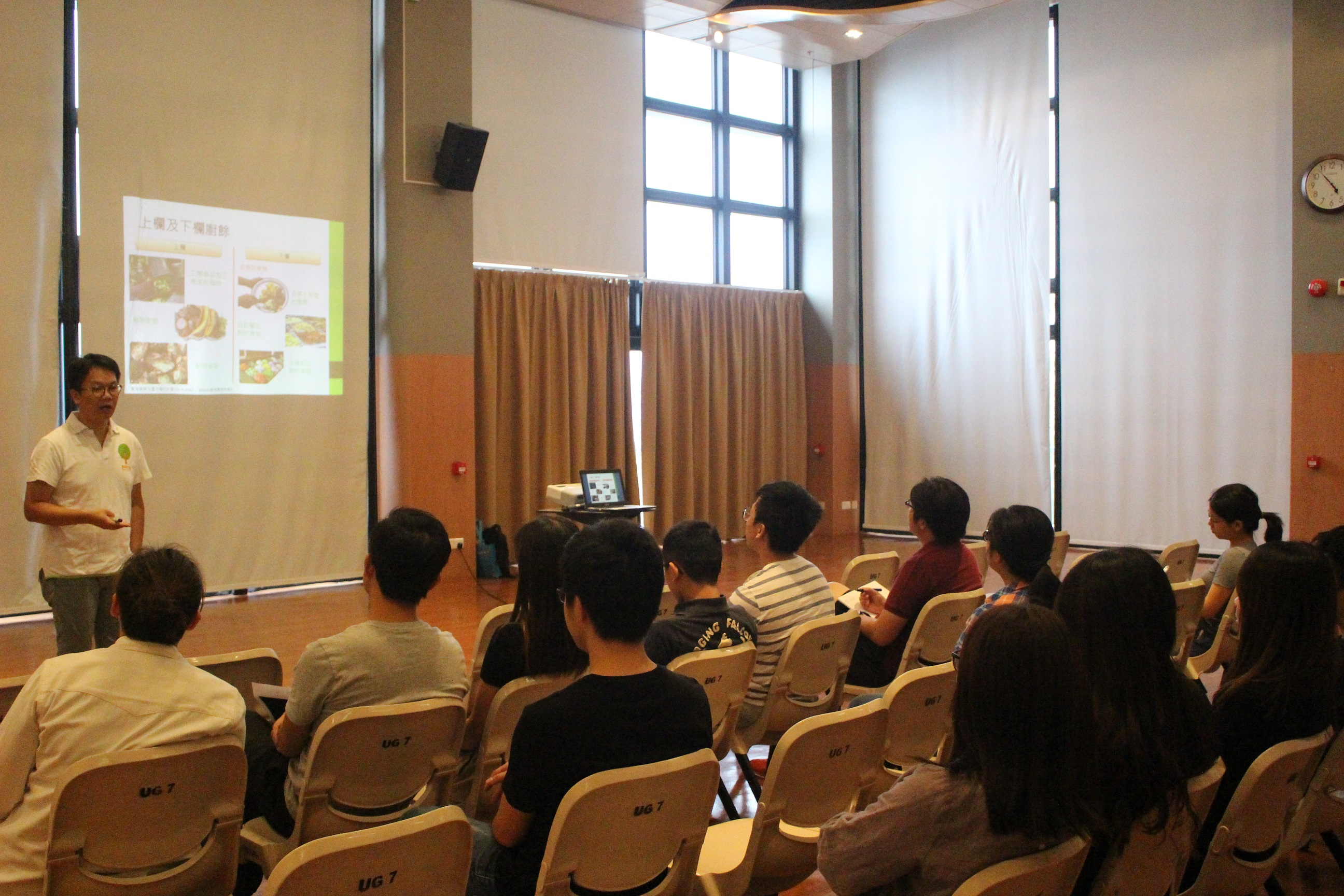 Speaker introduced the concepts of food waste in the talk